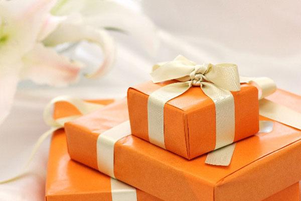 結婚記念日のプレゼントを両親に贈る際、絶対参考になる7つの事例