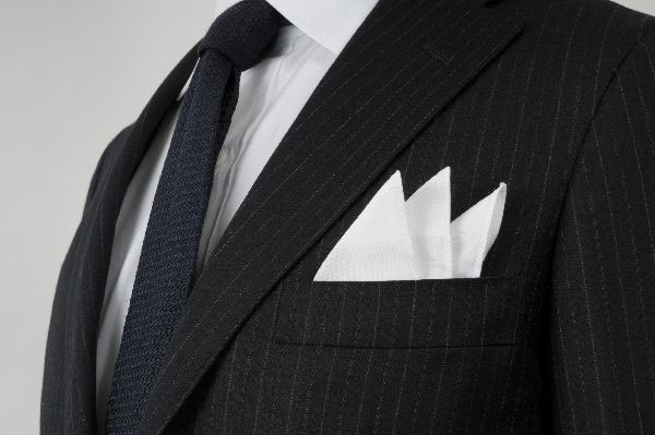 結婚式のポケットチーフを正しくキレイに折る7つのステップ