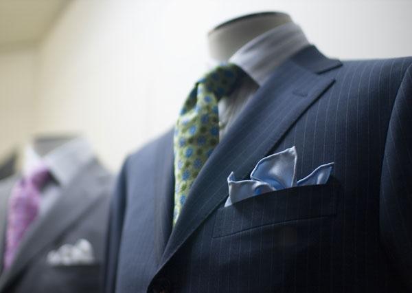 結婚式で素敵にポケットチーフを身につけるポイント