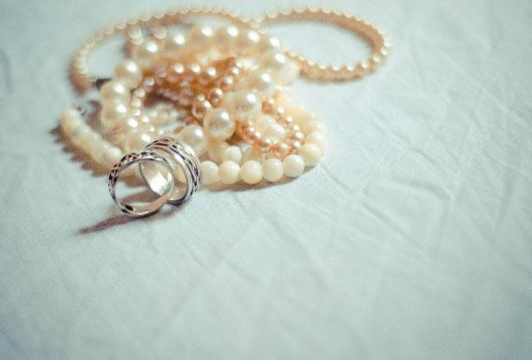 結婚式で身に着けるネックレス選びで注意するべき7つのこと