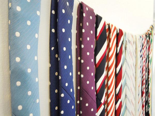 普通のネクタイを結婚式にうまく使う7つの方法