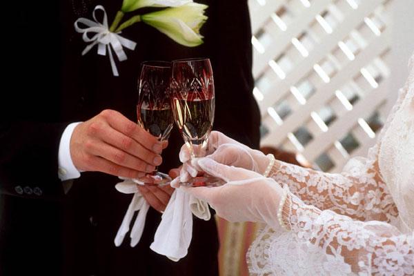結婚式乾杯の挨拶例☆飽きない・楽しい・盛り上がる7つのスピーチ