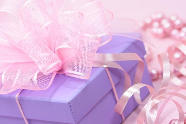 結婚式での両親の記念品贈呈が超・感動的になる7つのサプライズ☆