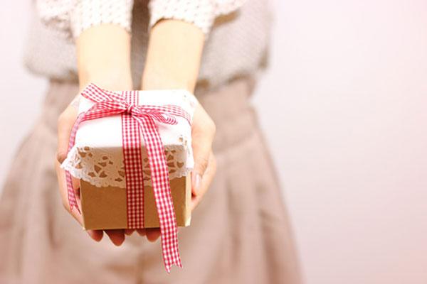 結婚記念日のプレゼントで夫を超びっくりさせる7つのアイデア☆