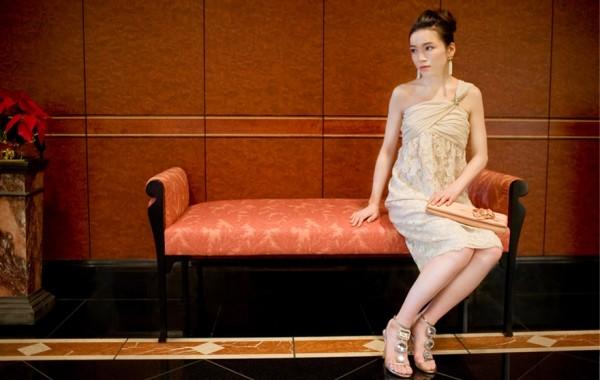 女性の二次会の服装を超素敵に見せてくれる7つの小物