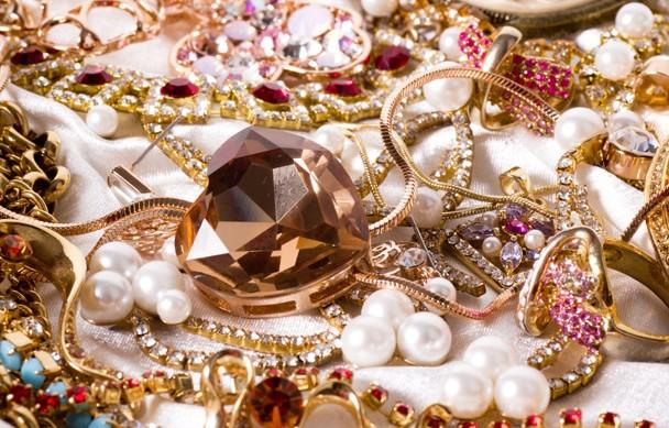 結婚記念日に贈りたい7つの宝石と秘められたメッセージ