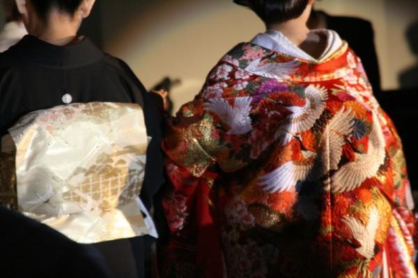 結婚式は着物で行こう☆髪形や着方のマナーを詳しく伝授!