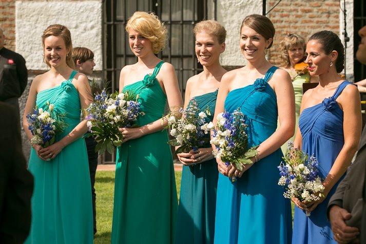 結婚式の服装☆女性におススメ華やか7つのアイテム