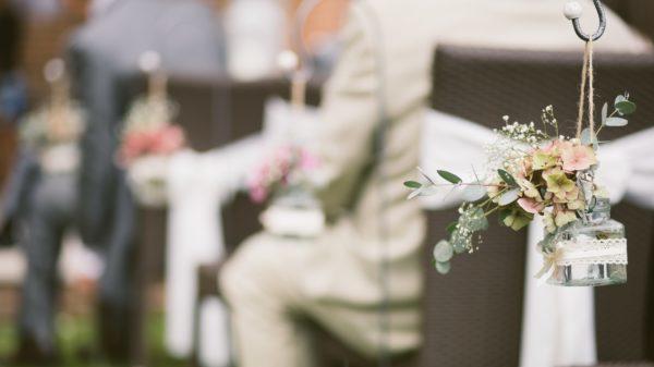 結婚式で親族の服装は?場にふさわしい装いを選ぶポイント