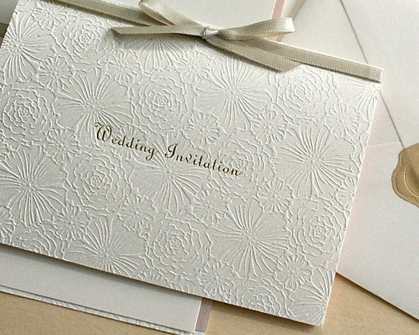 結婚式の欠席、お断りマナーとひと言添えるメッセージ