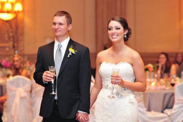 結婚式で新郎が挨拶!参考にしたい7つの文例集
