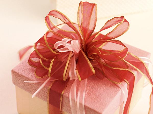 プレゼントを女性にあげるなら☆絶対喜ばれる5つの贈り物