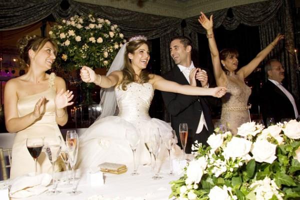 結婚式の余興!簡単な準備でゲストも喜ぶ7つのアイデア