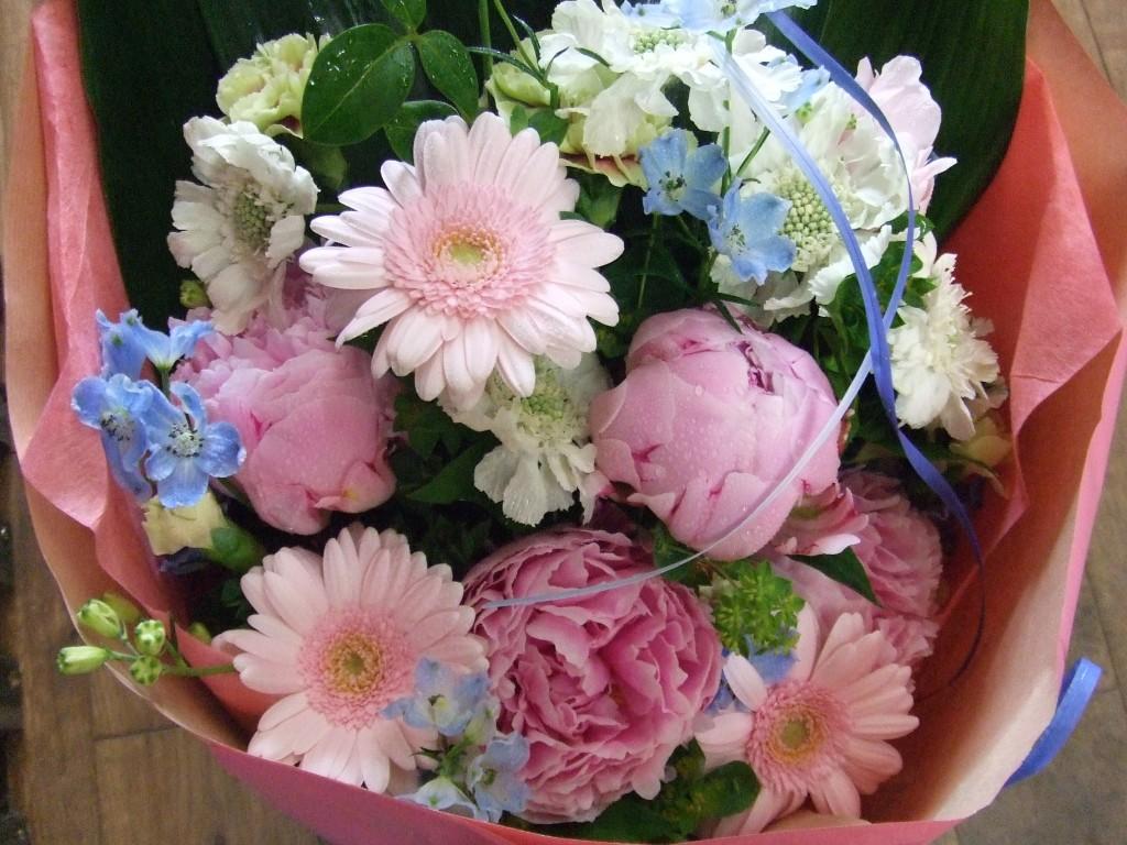 結婚のお祝いメッセージ☆寿退社に贈りたい粋な花言葉