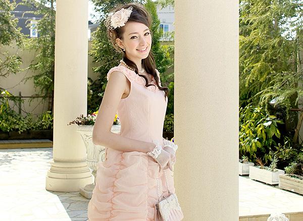 結婚式、二次会の服装☆マナーとおしゃれコーデの選び方