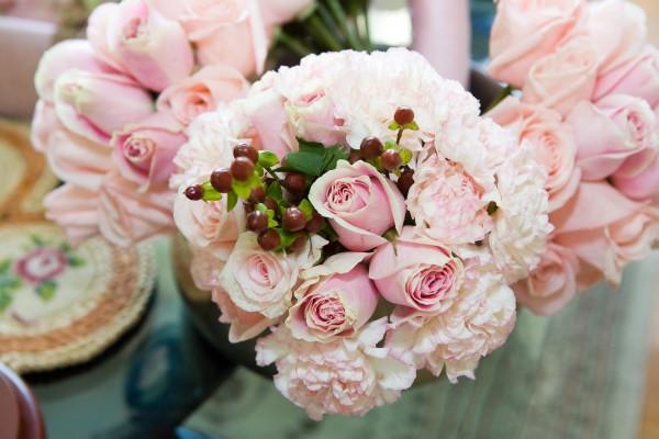 結婚祝いのプレゼントに添えるおしゃれな花束の贈り方