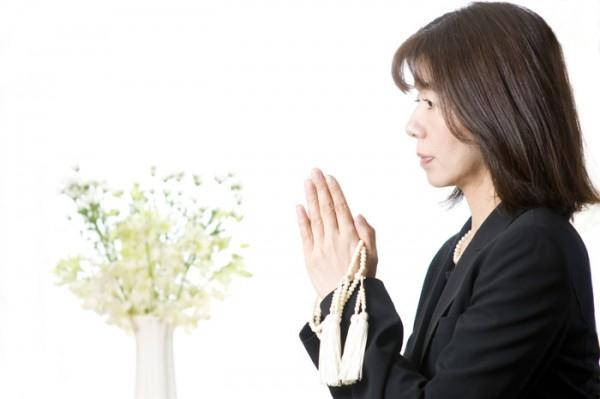 お葬式マナーは身だしなみから。服や髪型、持ち物の注意点