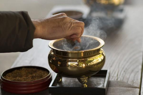 お葬式マナー、お焼香の正しい手順7つの心得