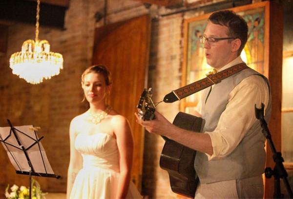 結婚式ソングを歌い上げる!感動をさそう愛の7曲