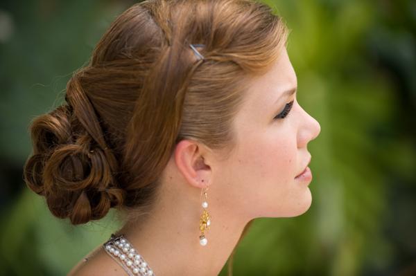 結婚式のお呼ばれヘアを美しくまとめる7つのアイテム