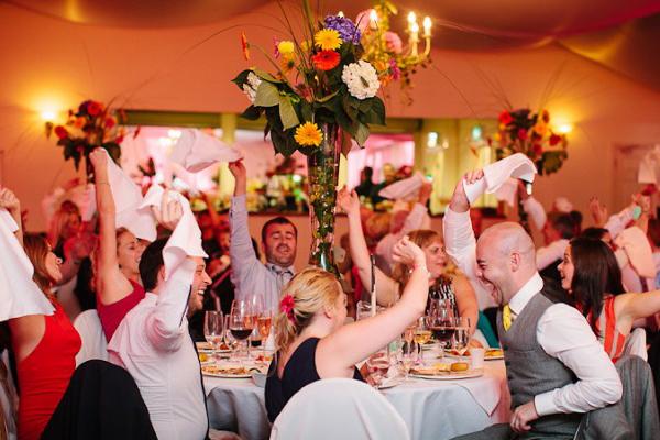 結婚式ソングは定番で!ゲストも微笑む可愛い愛曲