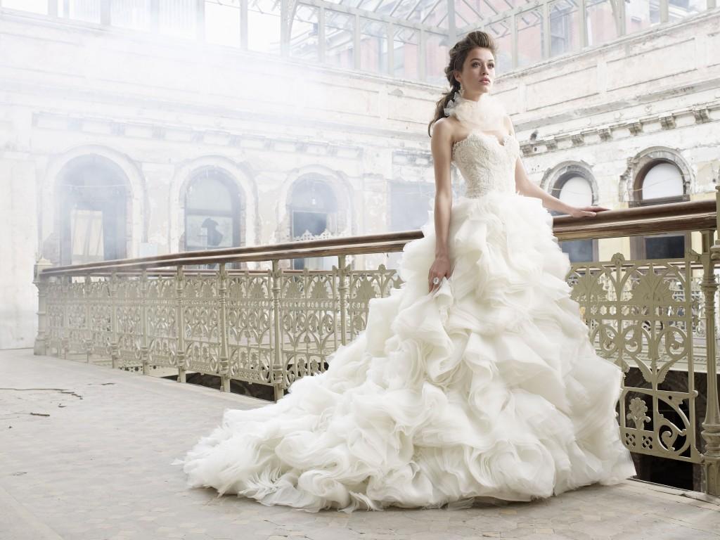 結婚式のドレスどうする?購入とレンタル、徹底比較!