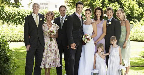 結婚式の服装☆親族が押さえる7つのポイントをチェック