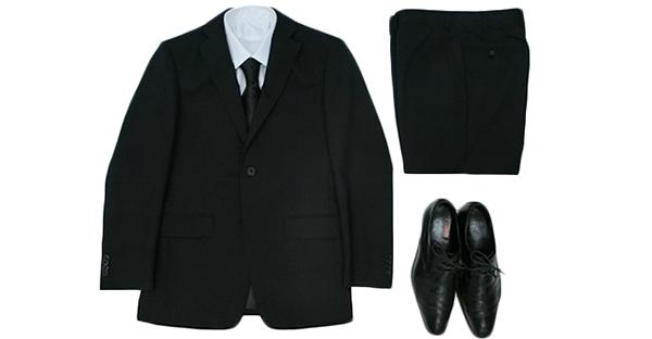 ここでは、社会人になってお葬式の服装を準備する人へ向け、知らずに参列すると恥ずかしい、基本的な服装マナーをお伝えします。