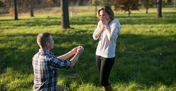 誕生日はサプライズで彼女に!プロポーズの指輪の贈り方