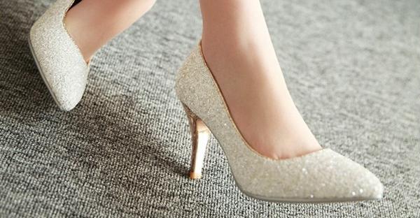 結婚式のパンプス選び!マナーある7つのおしゃれ靴