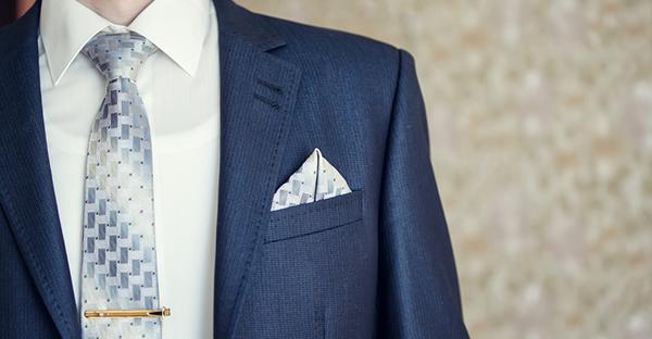 結婚式のスーツは色が大切☆印象別おすすめ7つのカラー
