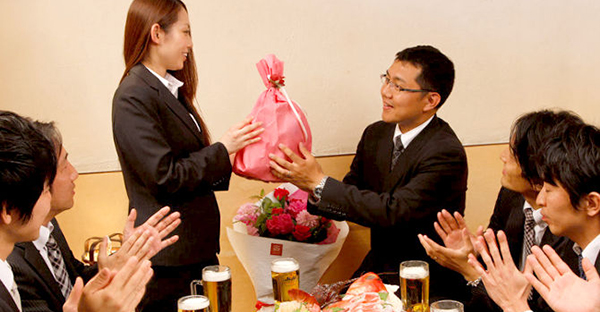 送別会の贈り物なら☆幹事が選ぶ気の利いた品々とマナー