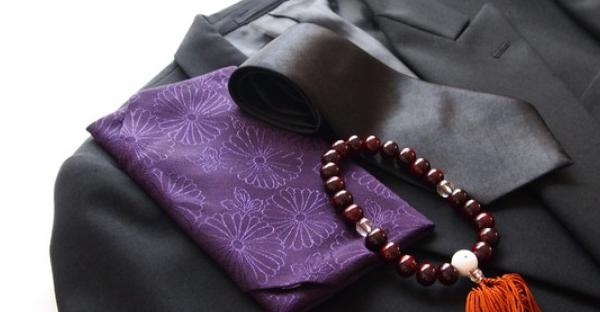 葬式の服装は礼儀を守って。男性が押さえるべき基本とは