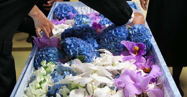 葬儀の流れを理解する。通夜から告別式までの基本の手順