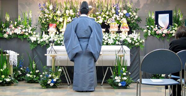 神道葬式の流れ。喪主が押さえる手順と作法、基礎知識