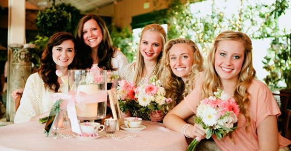 結婚式の服装でおしゃれに!女子に人気、7つのスタイル