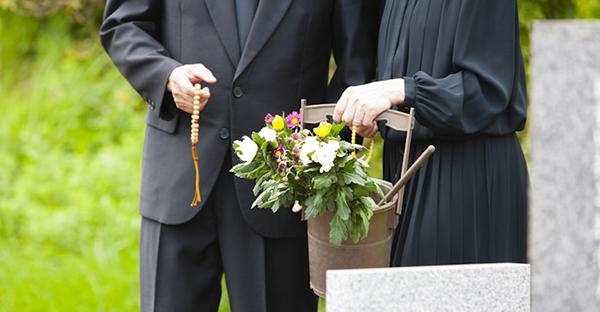 納骨の仕方と費用相場とは。遺族が知りたい基礎知識