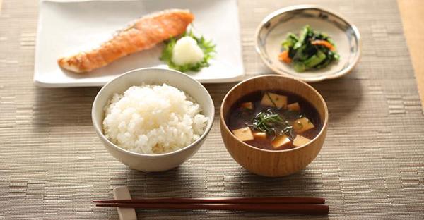 食事のマナー☆夕食に招待されたら確認したい基本とは