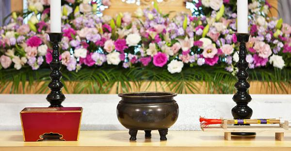 告別式のマナーをおさらい。宗旨宗派によって押さえる作法