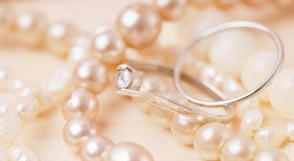 実はNG?!結婚式のアクセサリーマナー6つの基本