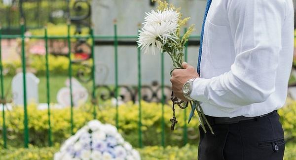 お葬式の基本マナー。参列者の服装から香典まで一から解説