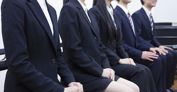 就活スーツを着るポイント☆出かける前のチェック項目