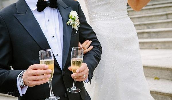 結婚式の乾杯の挨拶がビシッと決まる!とっておき文例5選