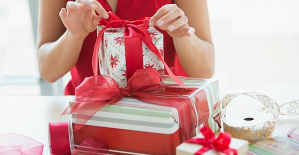 プレゼントを彼女に贈る☆彼氏には伝えない、女性の本音