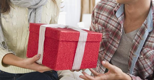 プレゼントを彼氏に贈る☆男性が心から喜ぶアイテムとは