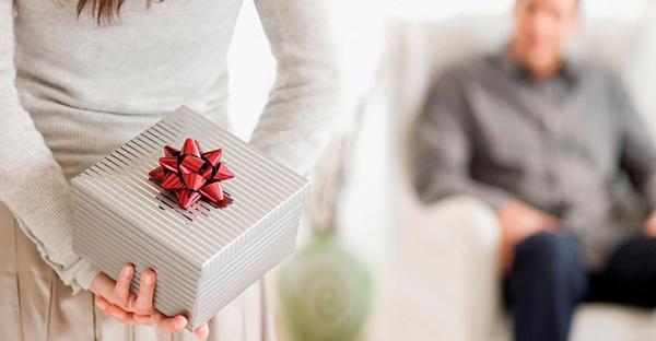 プレゼントを彼氏に贈るなら☆二人の仲が深めるアイデア