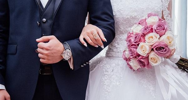 結婚式の祝電☆贈る相手別気持ちを伝えるオリジナル文例