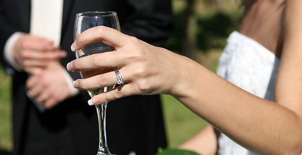 結婚式のスピーチ☆会場が笑顔になる乾杯の挨拶例文5選