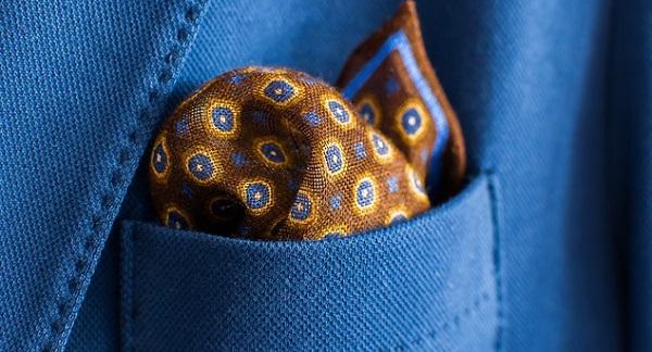 結婚式のスーツ☆オシャレ度を上げるポケットチーフの選び方