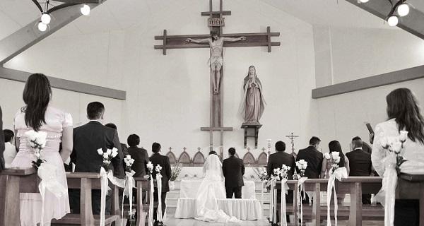 結婚式の服装☆悩みがちな親族の衣装を年齢別に公開!